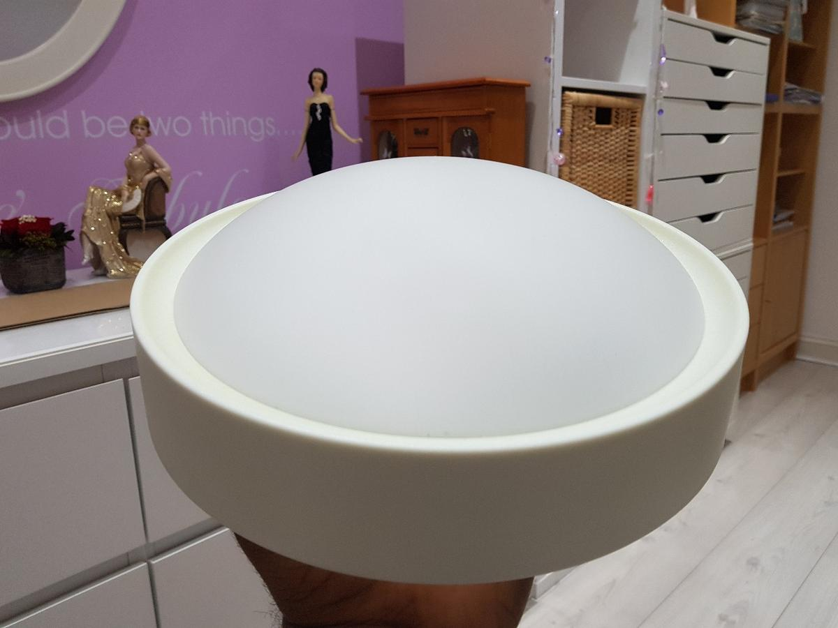 White frosted glass dome with 25 cm diameter. Daylight LED bulb included. Excellent condition. Only selling these as wanted to replace them with spotlights in the room. Also selling assortment of lights as shown in last image - see other listings.