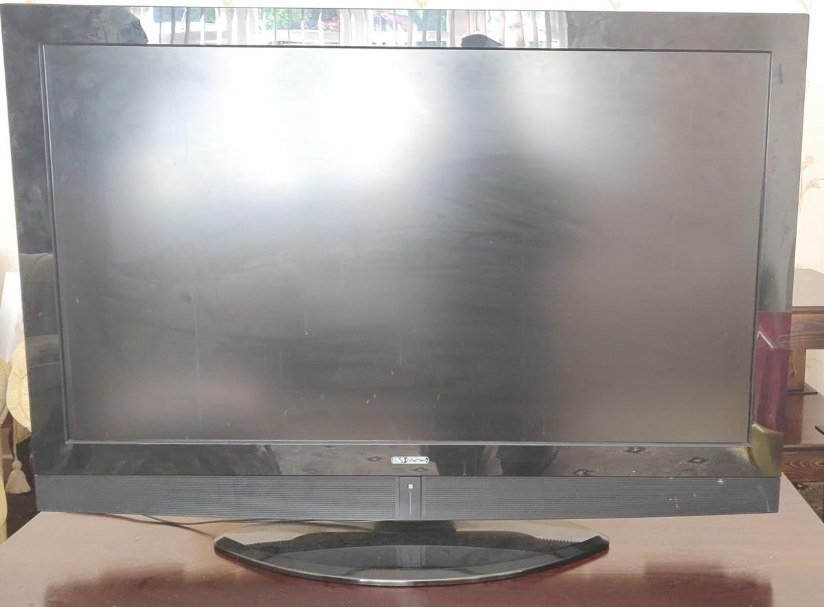 TV works perfectly fine Selling due to purchasing a new TV Comes with Original Remote  Available for delivery within West Midlands (Delivery costs will apply)