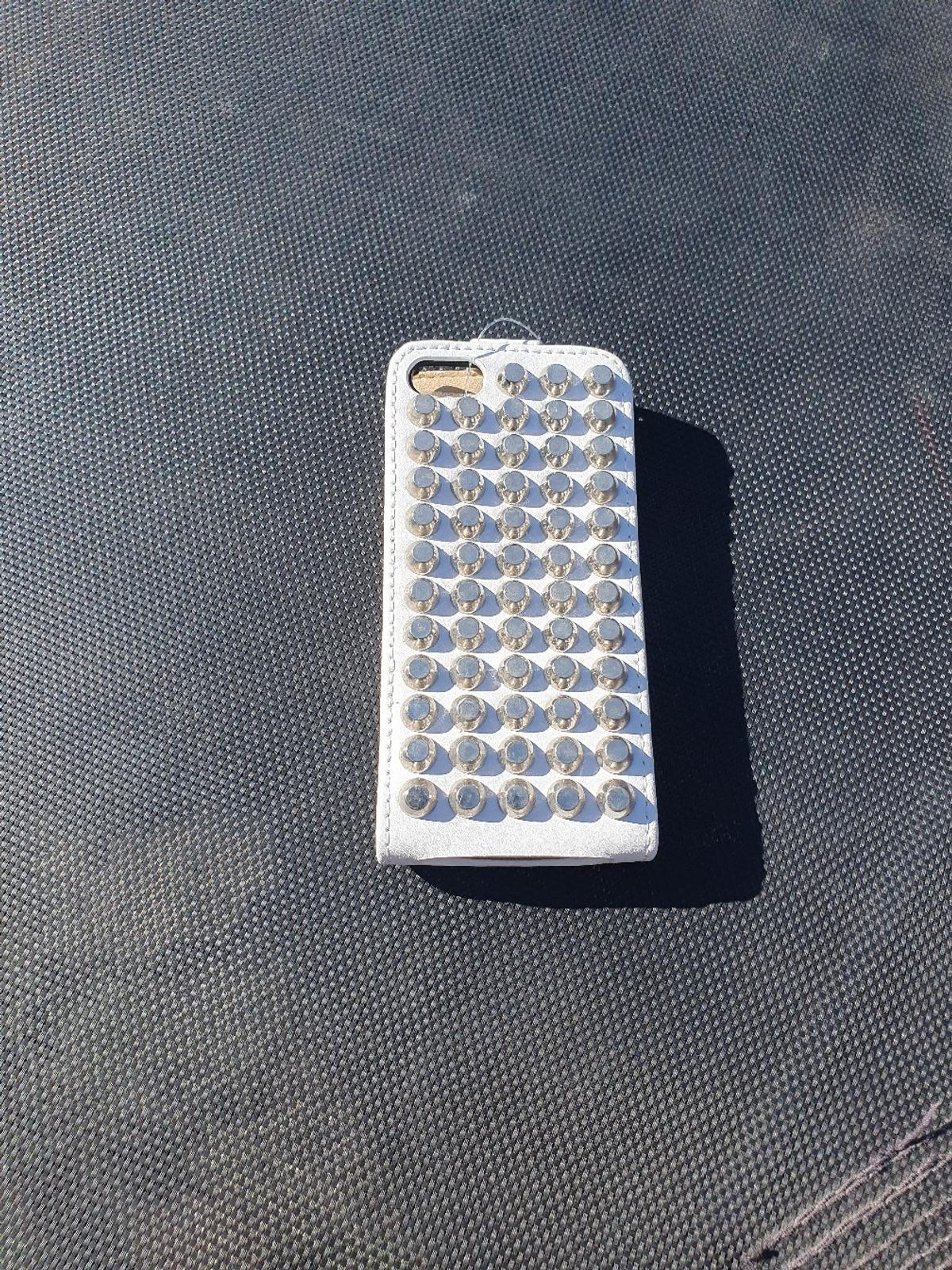 iPhone 5 leather flip cases black with silver studs ,white with silver studs ,also with gold studs . 700 + £10 per 100