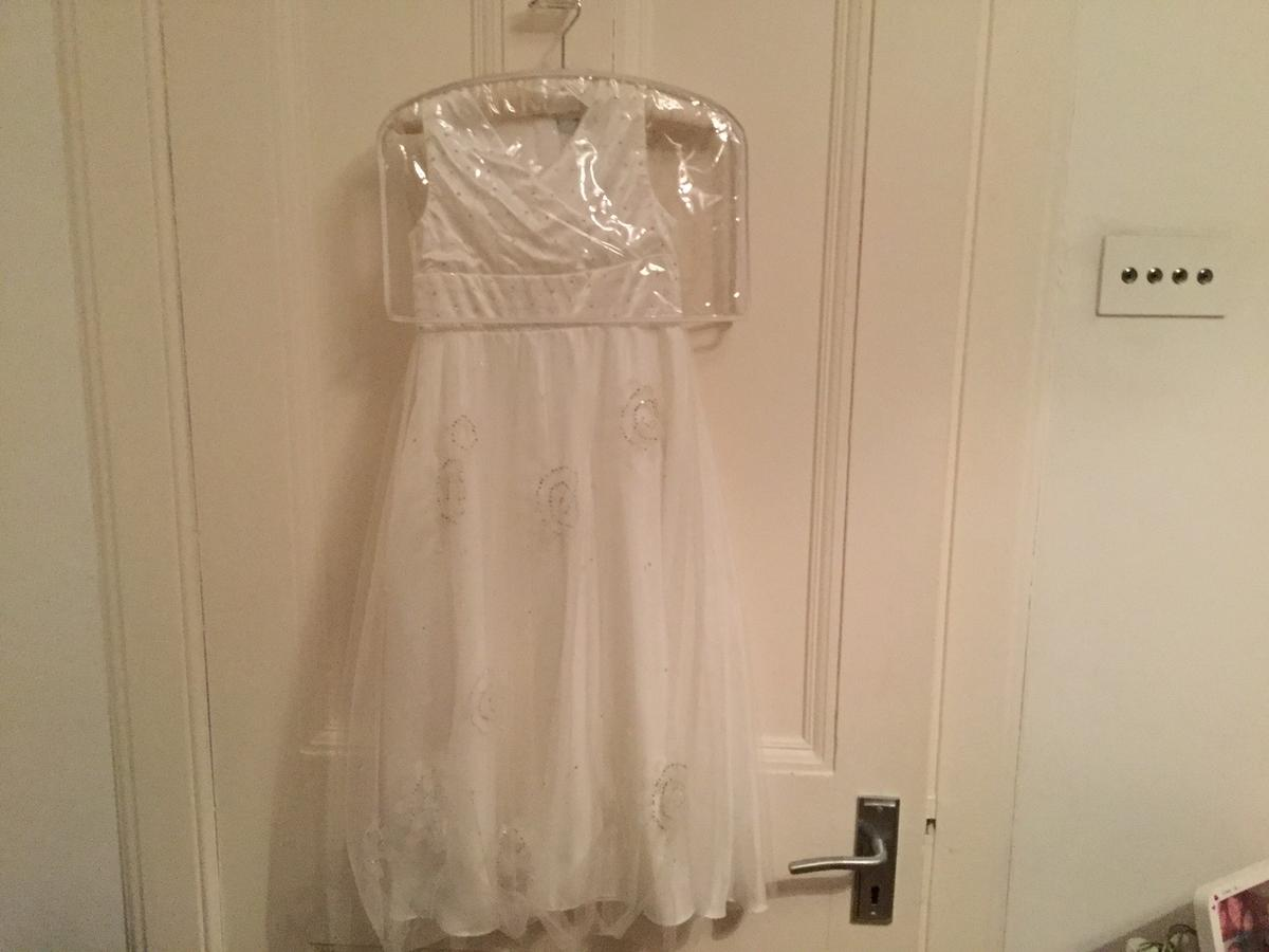 Beautiful ivory dresses with gorgeous beading detail. Bought fromPearce II Fionda at Debenhams Ages 3 and 6 Only worn for 2/3 hours, so as new £25 each or both for £40