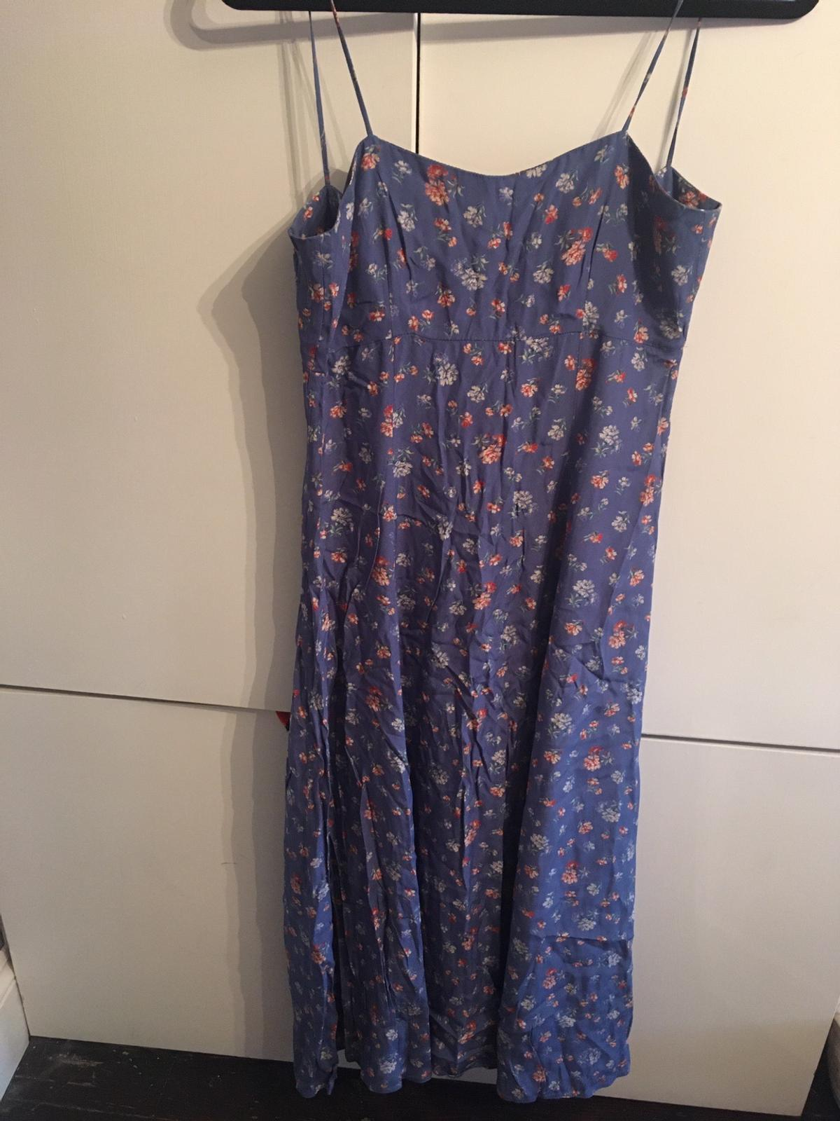 Lovely vintage Laura Ashley summer dress Gorgeous floral design with bow design on the back A really lovely dress, grab a bargain Collection only