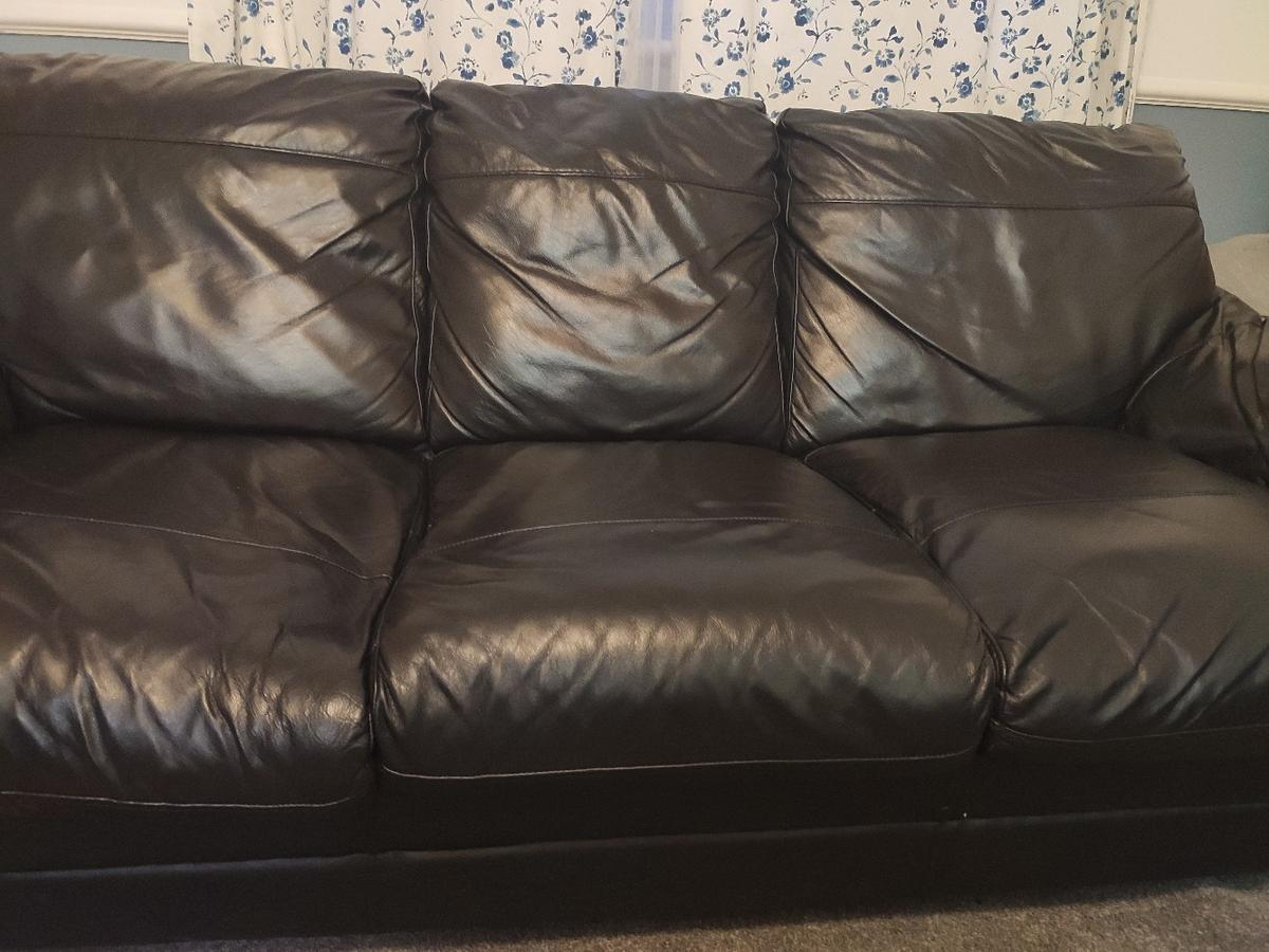 I am selling 3 seater leather sofa. Very comfortable and good-looking. From pet free home. In good condition.  L210cm H80cm W90cm  Selling because we're moving.  Pickup on collection from Nunhead, London.