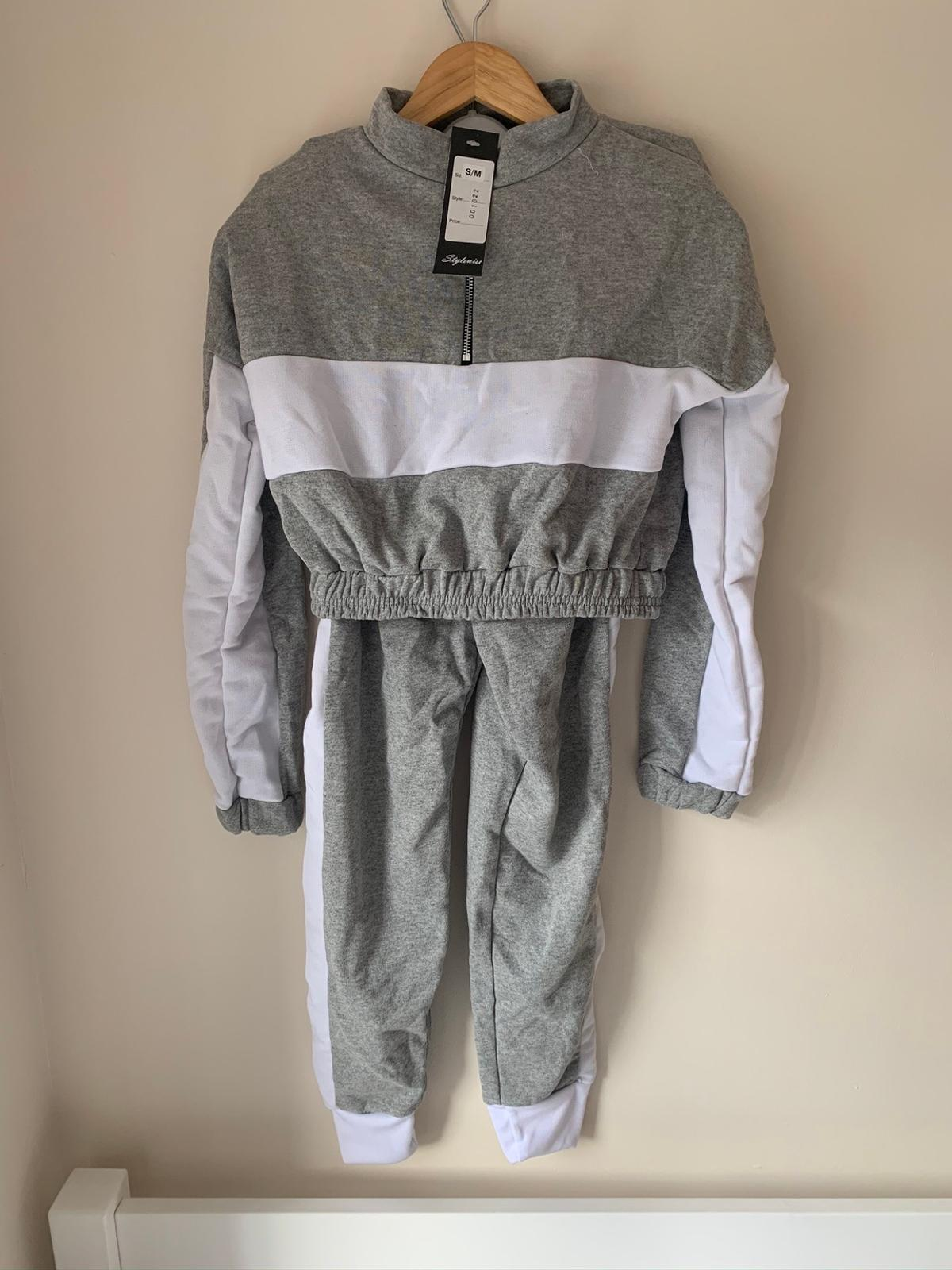 Loungewear set In the Style Never worn, label still on, in good condition!