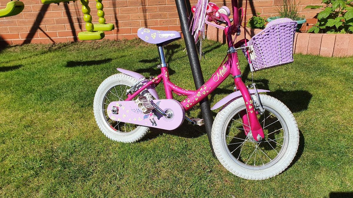 Beautiful Raleigh bike for toddler girl, suitable from 3 years old, great for 4-5 years old, stabilisers included, great to ride without stabilisers.Excellent condition, matching helmet gratis