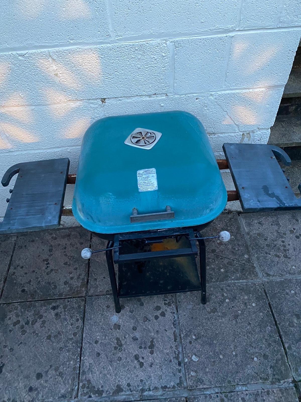 Needs a bit of tlc hence the price but works perfect as a temporary measure. Collect only