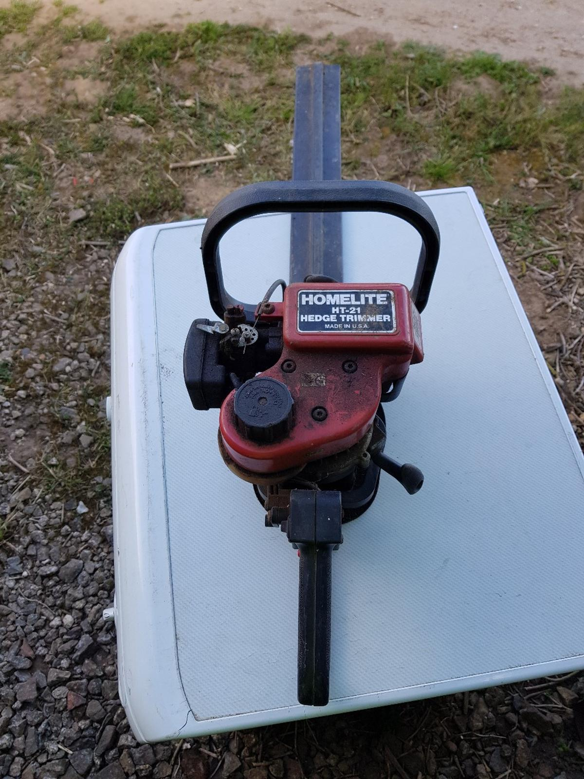 """Homelite HT-21 21"""" petrol hedge cutter. Last used about 10 years ago, when last used it leaked petrol. Sold as spares or repair. Collection only from PE12 (Holbeach) area. Cash on collection. Viewing welcome, although will insist on social distancing."""