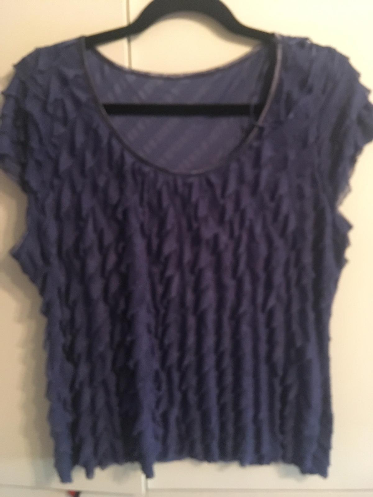 Lovely ladies top Blue No label but I'd say 14/16 as very stretchy Immaculate condition Collection only