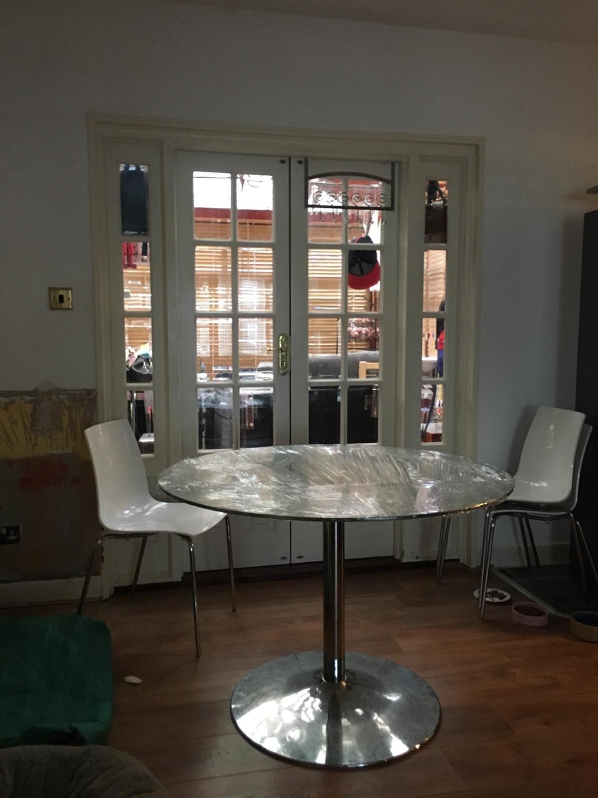 I have a glass table with four white chairs for sale. As you can see on the picture glass is covered with a cling film for protection but it's in great condition. There are few minor scratches but noting big. I'm only selling because we have redecorates our kitchen and no longer it suits the style of our new kitchen