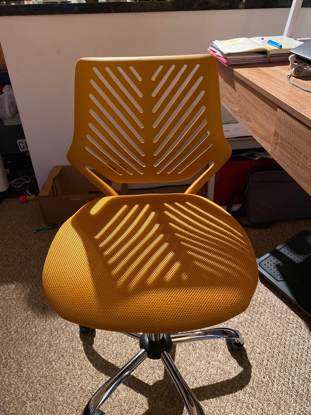 Desk chair perfect for home office. Originally from Argos Had only a few weeks and barely used. Pick up only from BR1, near BR1.
