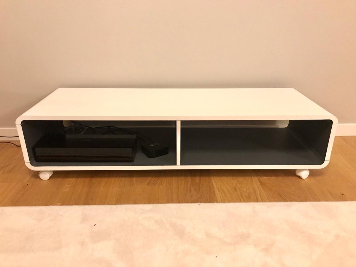 TV stand from Jysk 120cm x 39cm x 29 (length x width x height) in very good condition. Available for pick up in KTH / Tekniska Högskolan station area.