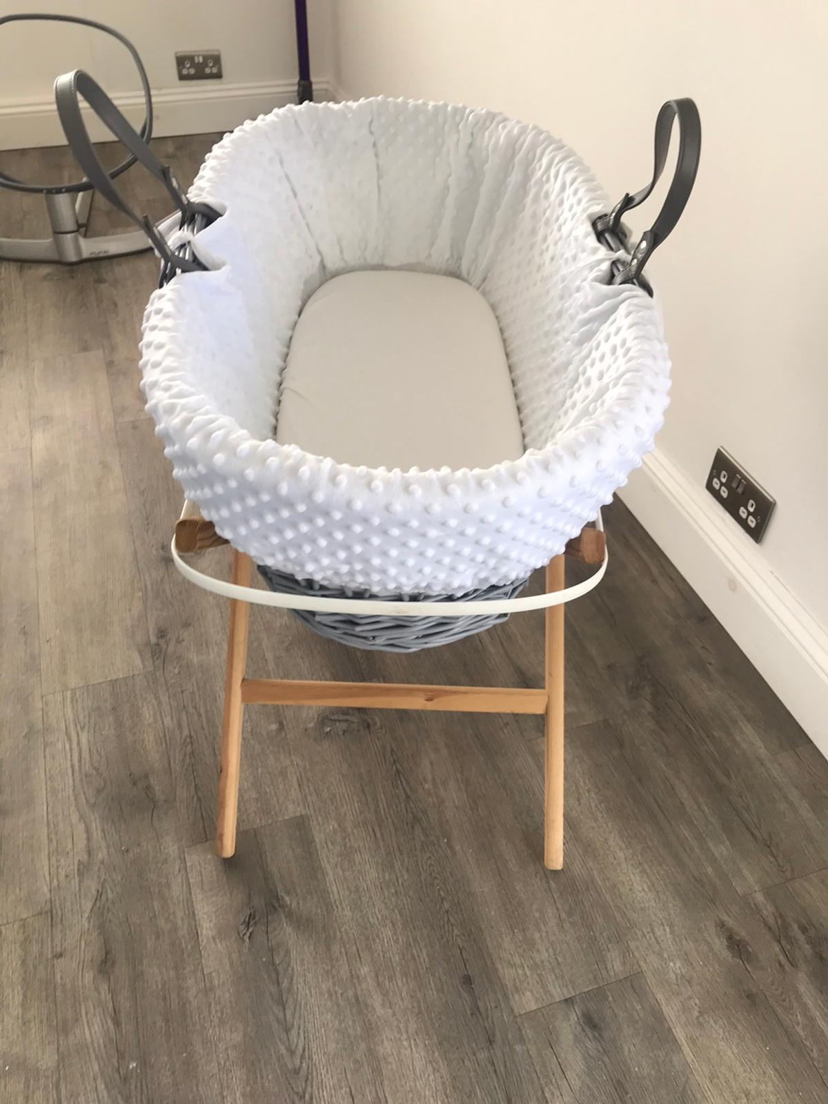 Comes with change of colour scheme from white to grey, also has a hood in both colours and a little blanket in both colours. Can send more photos if requested.