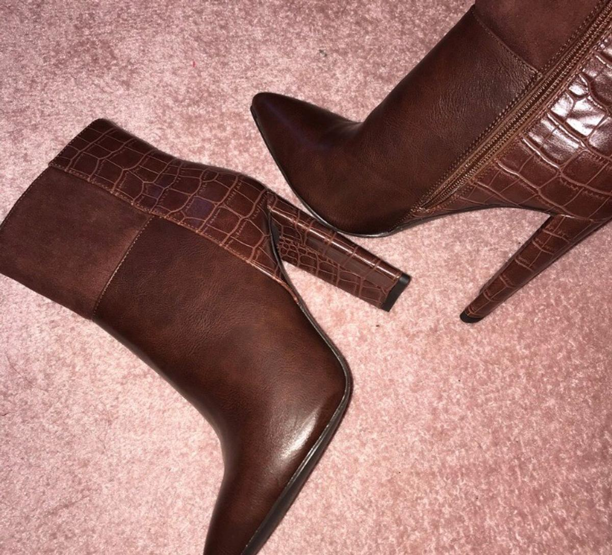 Women's faux leather boots croc print. Size 5.5, come up small so more of a size 4 / size 4.5 Brand new but no box