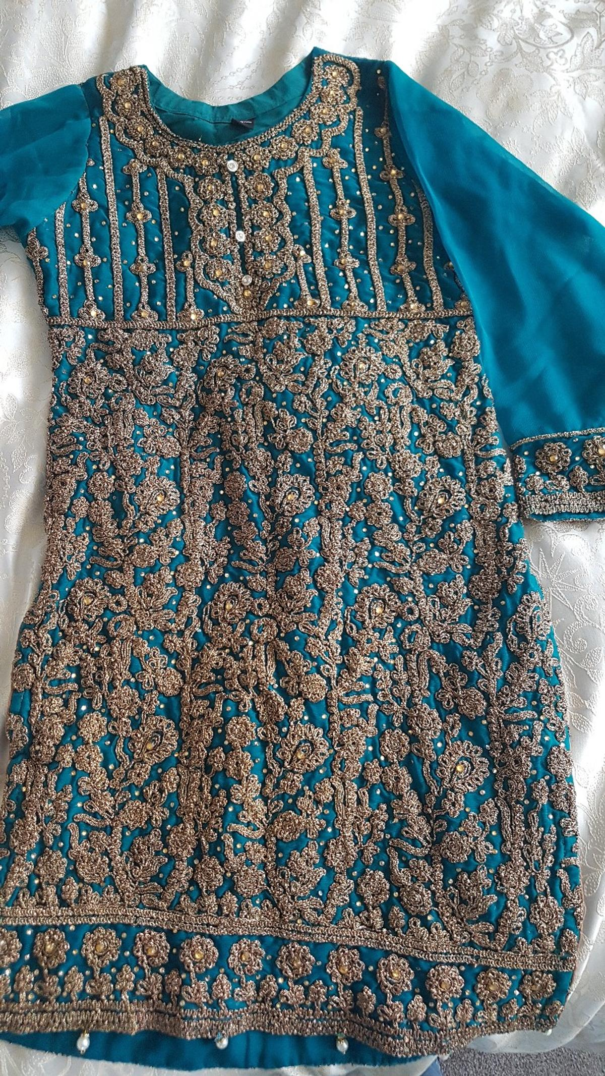 green beautifully detailed outfit prefect for an occasion size small worn only once for a short amount of time