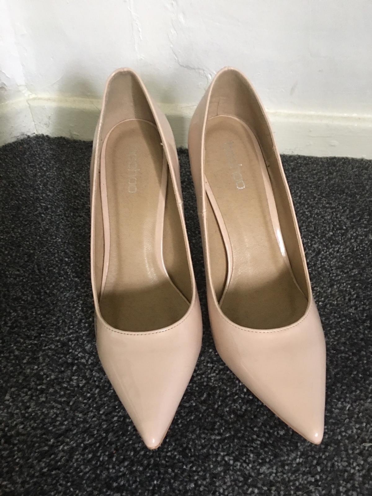 Beautiful nude shoes Worn once Lovely condition Sz 7