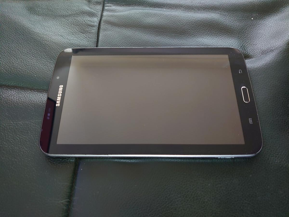 For sale used tablet Samsung Galaxy Tab 3 with charger in vgc.