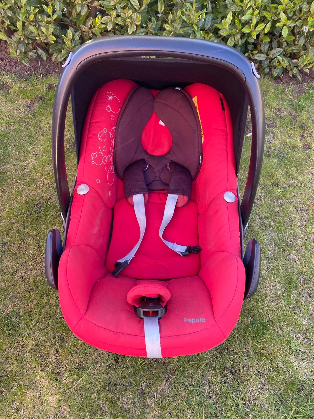 Red Maxi Cosi Car seat. Used but in excellent condition. Comes with footmuff and rain over