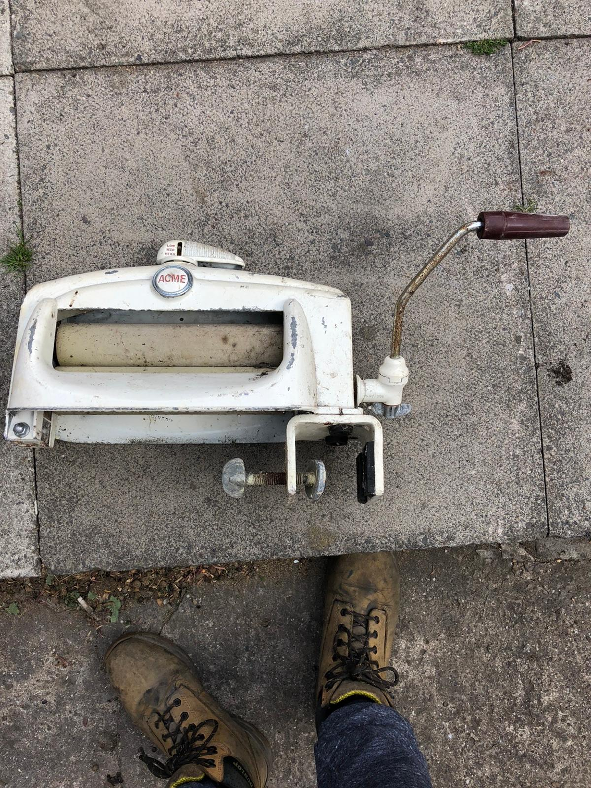 Wringer with no stand it's 60-70 years old. Any questions please ask. Sold online for £80 with stand. Mines without but collection is preferred.