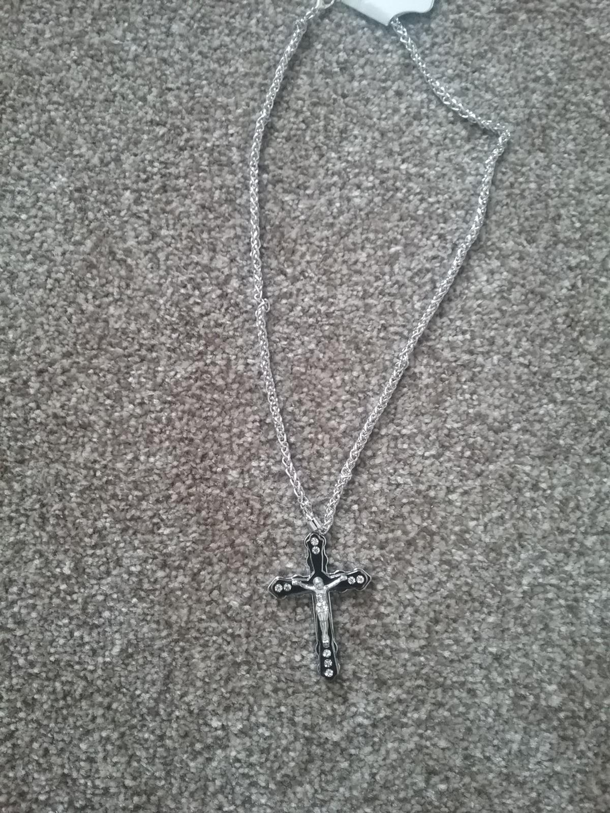 brand New silver cross chain selling at cost wholesale price due to closure of shop due to virus open to minor offers