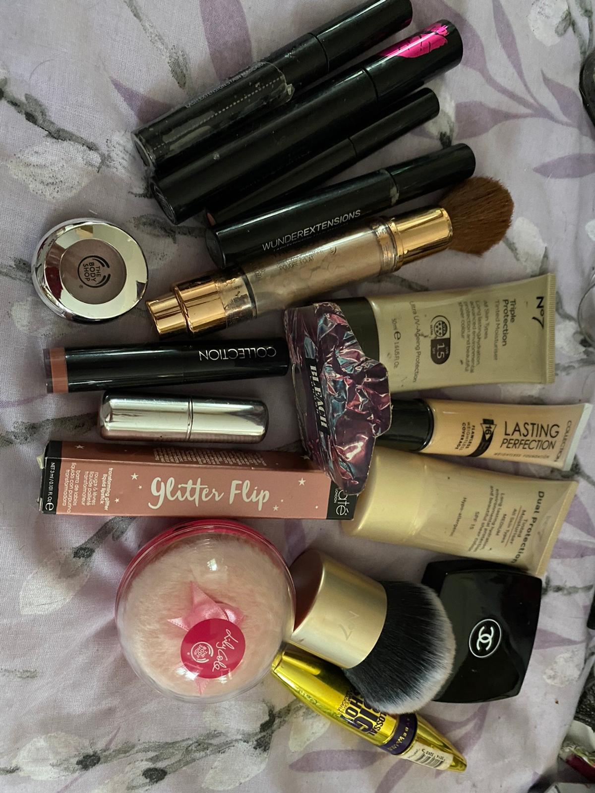 Some used slightly some un used Mixed brands Chanel Benefit L'Oréal And more  Sold together Lipsticks, mascaras , eyeshadows, foundations..see pics  Collection Brimington