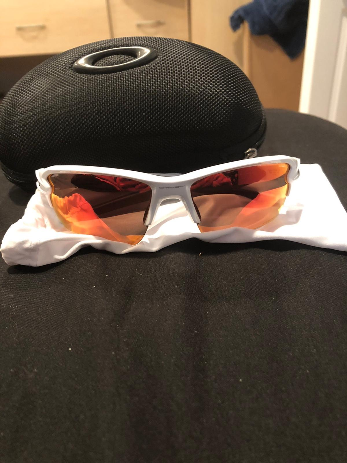 These white and black oakleys with the reddish, orangish tint in the lens are scratch less and worn less than three times comes with the microfiber sleeve and the black case