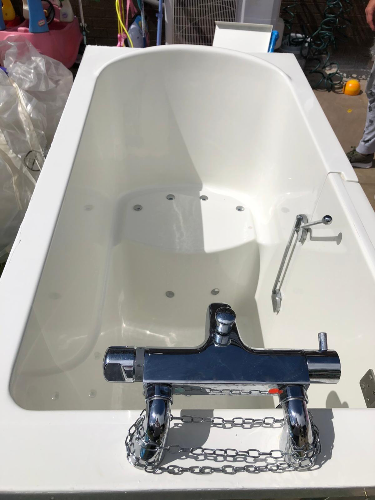 Bath had been fitted and used only a couple of time's, in excellent condition! It is a therapy bath. More than welcome to view before buying, open to sensible offers Thanks