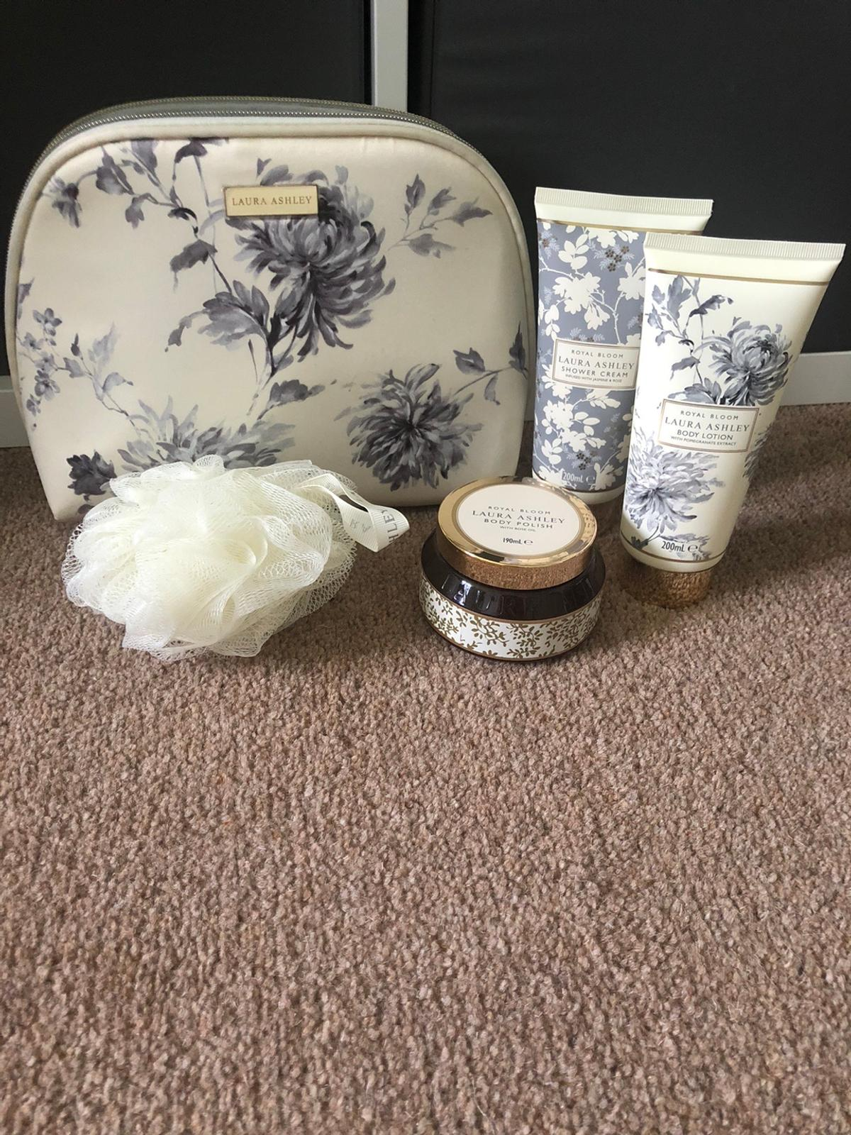 LAURA ASHLEY ROYAL Bloom. Toiletry Bag Hand Cream Body