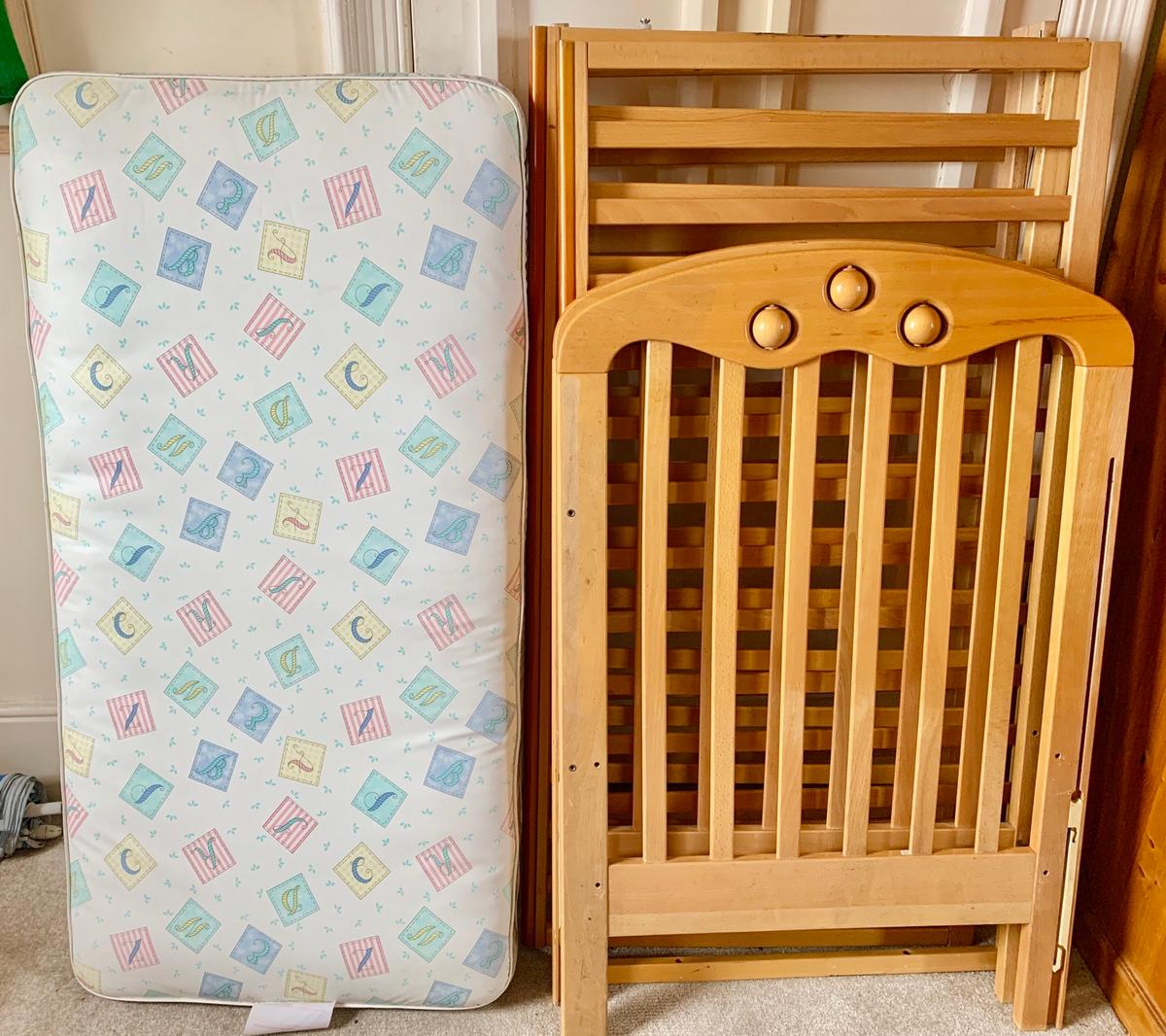 Baby Cot Frame Mattress 125cm X 66cm In Sw6 Fulham For 10 00 For Sale Shpock