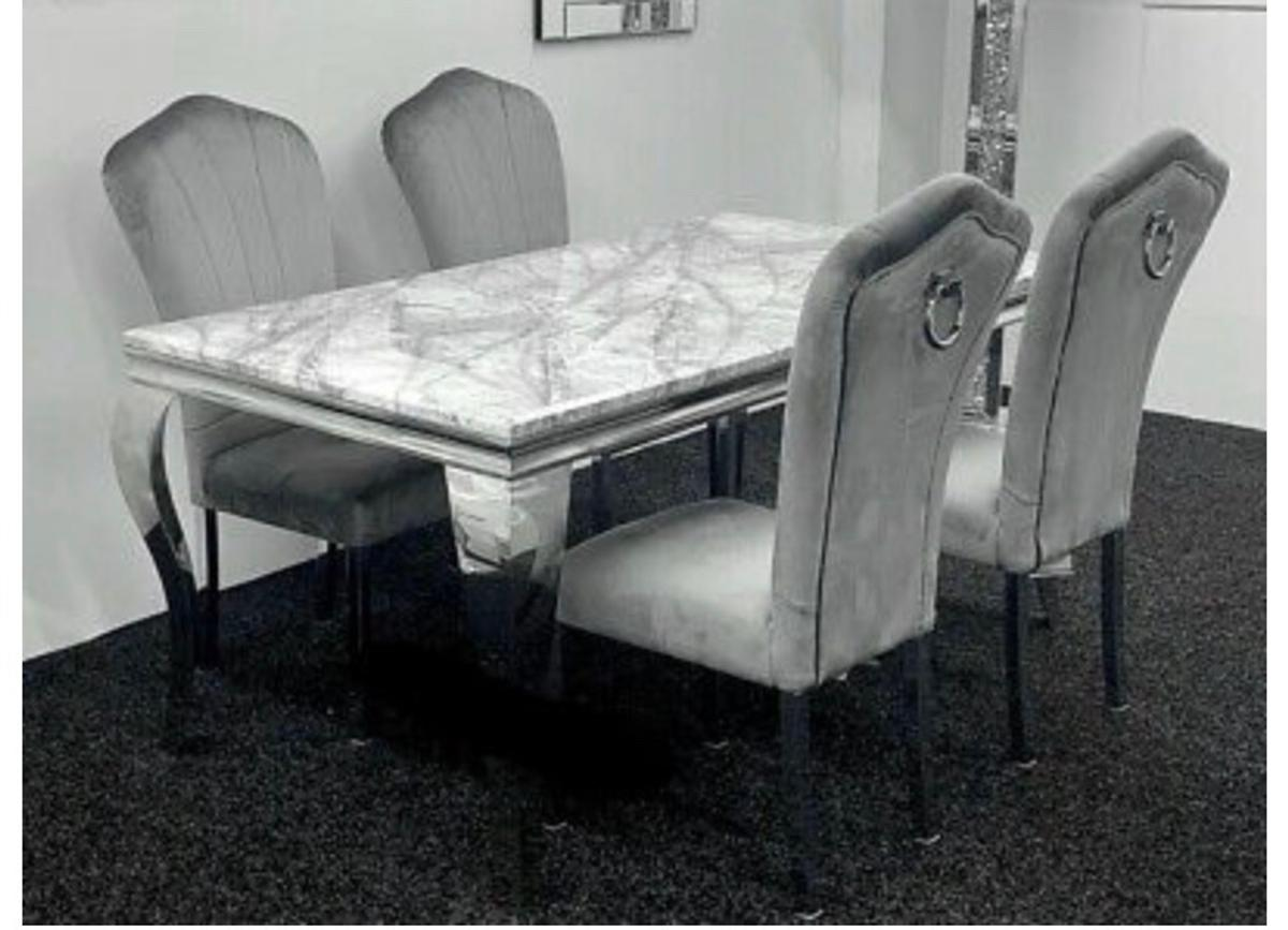 Table And Chairs In Wa7 Grange For 750 00 For Sale Shpock
