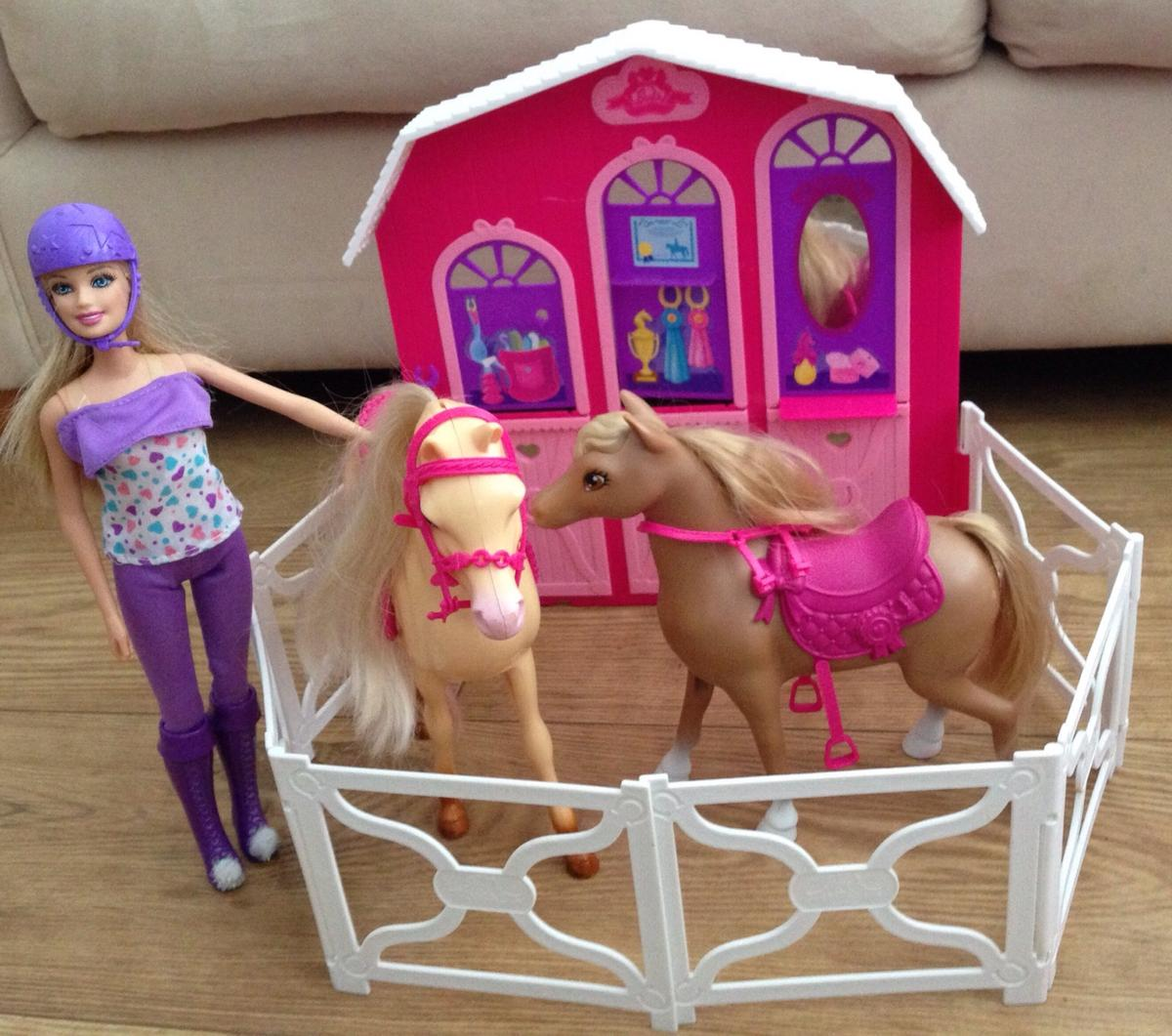 Barbie Bundle Horse Stable Horses Doll In L22 Sefton For 15 00 For Sale Shpock